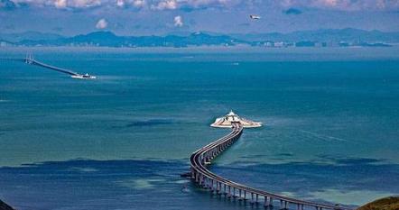 """2014年7月,武汉新港开通了""""21century海上丝绸之路""""武汉至四国实验航线。"""